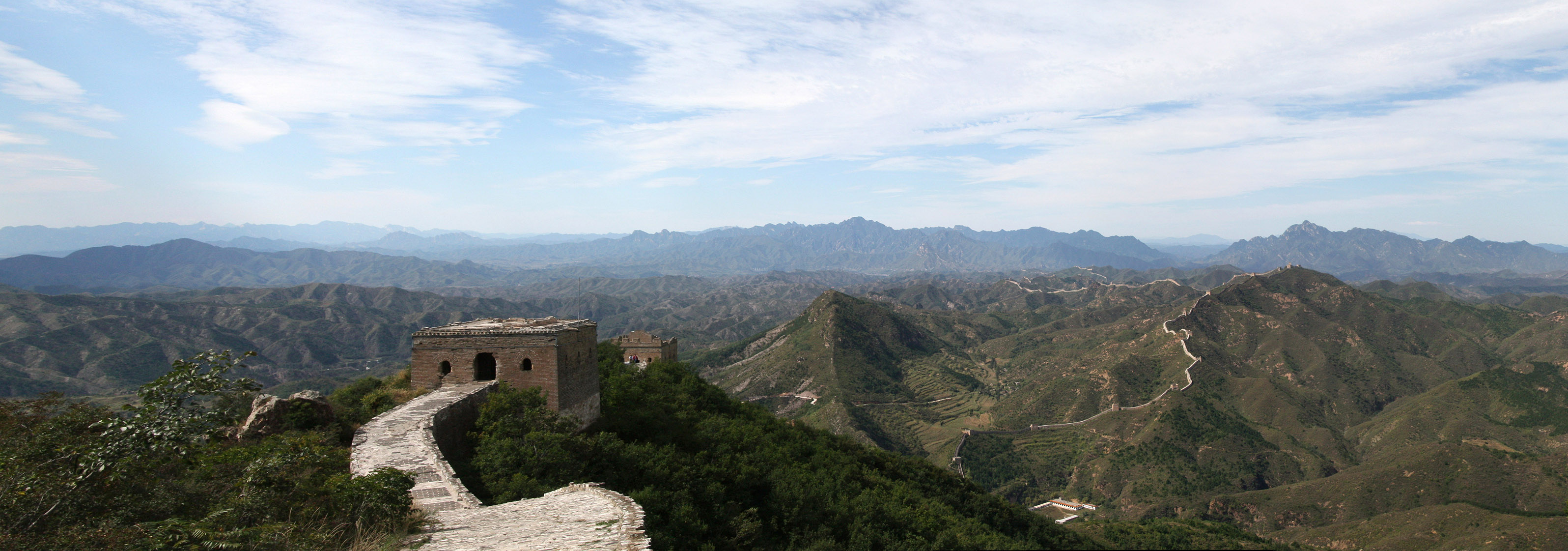 Tower_02_Pano.jpg - The Great Wall (at Simatai): A few hours later after we climed hunderts of stairs up the wall. What a beautiful view. The small line that goes endless is the wall...